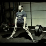 Jason Marshall esegue lo stacco sumo